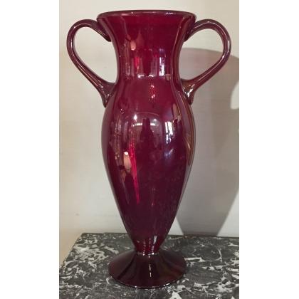 Vase en verre soufflé rouge à anses
