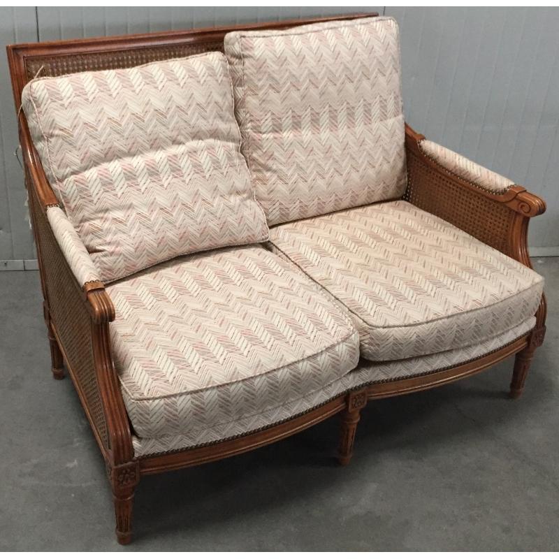 canap style louis xvi cann coussins chevrons sur moinat sa antiquit s d coration. Black Bedroom Furniture Sets. Home Design Ideas