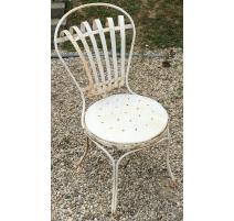 Chaise de jardin en fer forgé blanc