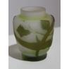 Petit vase signé GALLÉ* décor feuilles vertes