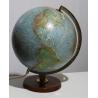 Globe éclairé par SCAN-GLOBE, en français