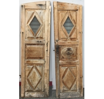 Arched door with hinges and kn