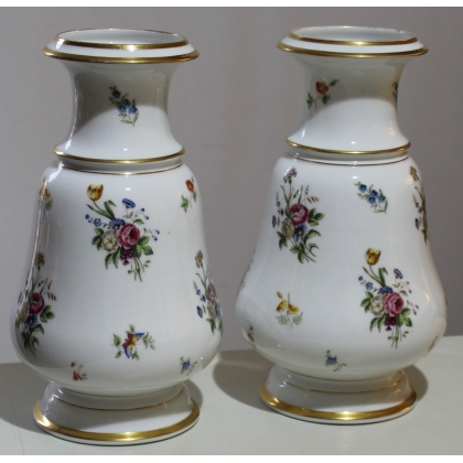 Paire de vases en porcelaine décor fleurs