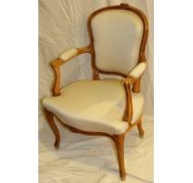 Paire de fauteuils cabriolets Louis XV