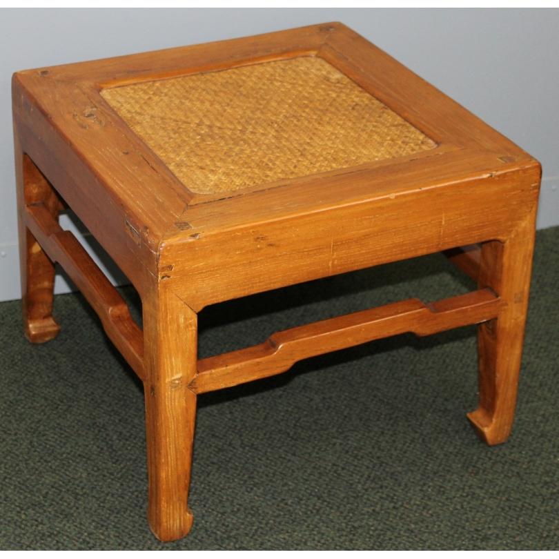 table bout de canap chinoise avec dessus en rotin sur moinat sa antiquit s d coration. Black Bedroom Furniture Sets. Home Design Ideas