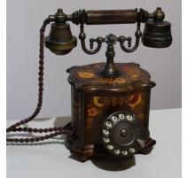 Téléphone en bois maqrueté par Telcer Italia