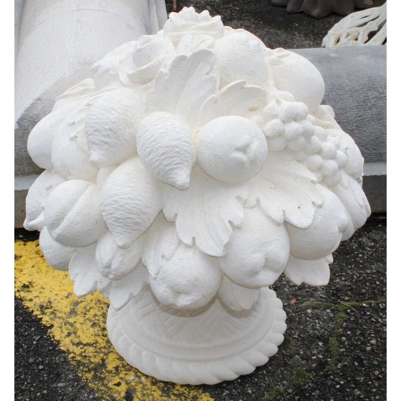 Panier à fruits en pierre taillée de Vicenza