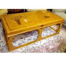 Table basse chinoise en laque jaune