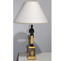 Paire de lampes en bronze doré patiné