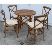 Table de bistrot ronde et quatre chaises cannées