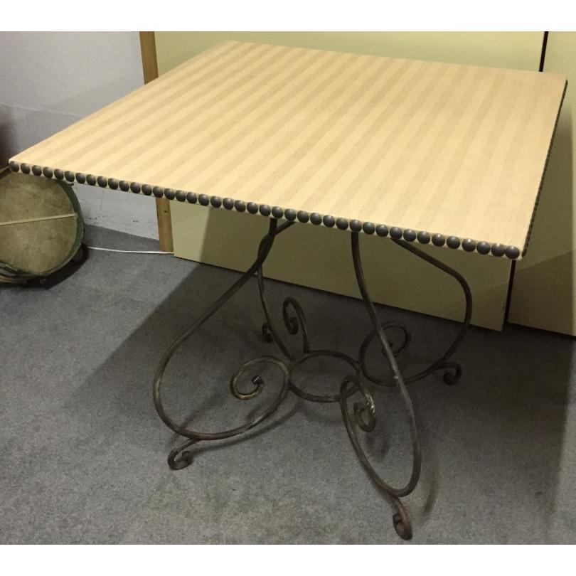 table carr e pied en fer forg moinat sa antiquit s. Black Bedroom Furniture Sets. Home Design Ideas