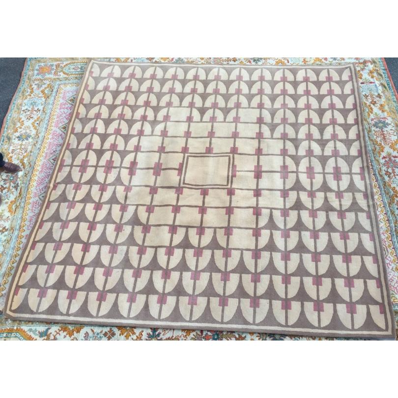 tapis beige brun et rouge moinat sa antiquit s d coration. Black Bedroom Furniture Sets. Home Design Ideas