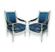 Paire de fauteuils Louis XVI laqués blanc