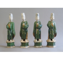 Suite de quatre figurines de serviteurs