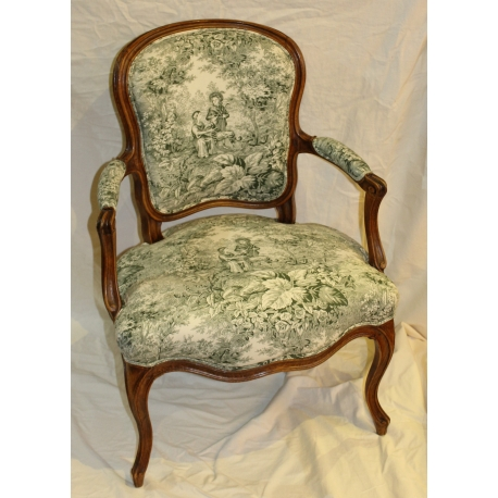 fauteuil cabriolet louis xv toile de jouy verte moinat sa antiquit s d coration. Black Bedroom Furniture Sets. Home Design Ideas