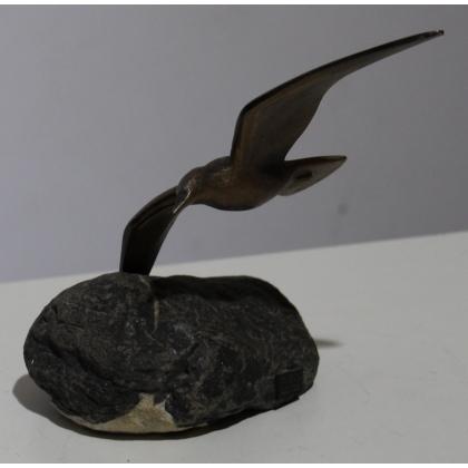 Mouette en bronze sur une pierre, signé REUSSNER