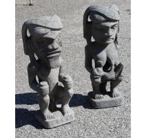 Paire de statues en pierre de lave