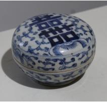 Boite ronde en porcelaine décor caligraphie