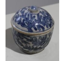 Boite ronde en porcelaine décor corail