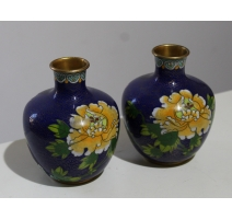 Paire de vases cloisonnés décor fleur jaune