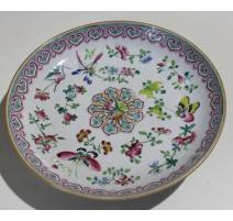 Assiette chinoise en porcelaine décor papillon