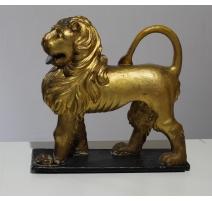 Lion italien en bois sculpté doré