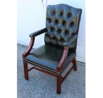 Paire de fauteuils en acajou et cuir vert