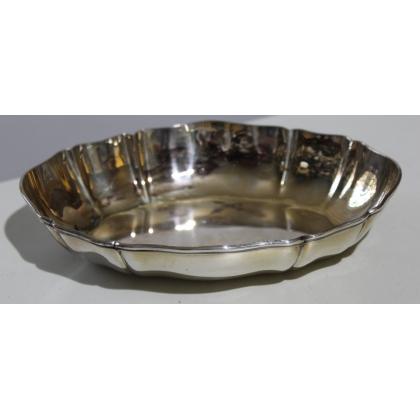 Plat ovale festonné en argent 800 de JEZLER