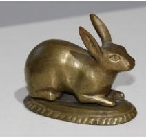 Lapin sur socle ovale en bronze