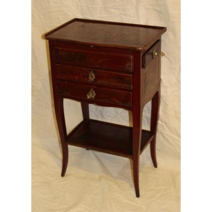 table de chevet louis xv laqu e rouge moinat sa antiquit s d coration. Black Bedroom Furniture Sets. Home Design Ideas