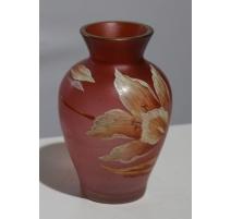 """Vase émaillé """"Fleur"""" sur fond rose"""