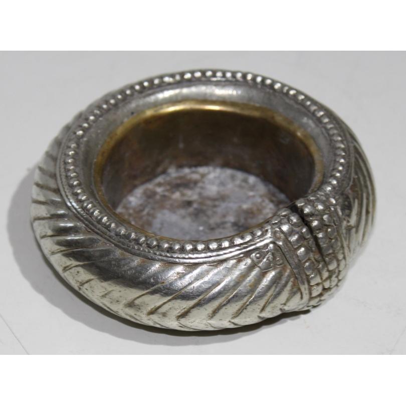 Bracelet en métal argenté, cendrier