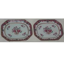 Paire de plats  en porcelaine décor floral