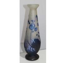 Grand vase balustre décor fleurs signé DAUM