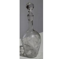 Carafe en verre gravé