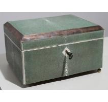 Boite à cigare Art Deco en galuchat vert et ivoire