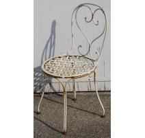 Chaise en fer forgé blanc assise à croisillons