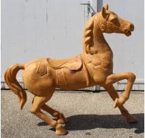 Cheval en bois sculpté brut
