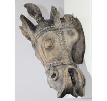 Tête de cheval en bois sculpté