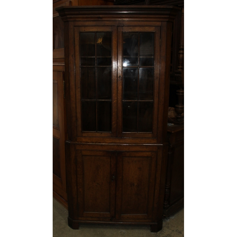 Encoignure anglaise à une porte et une porte vitré