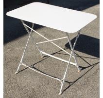 Table pliante en fer forgé blanc