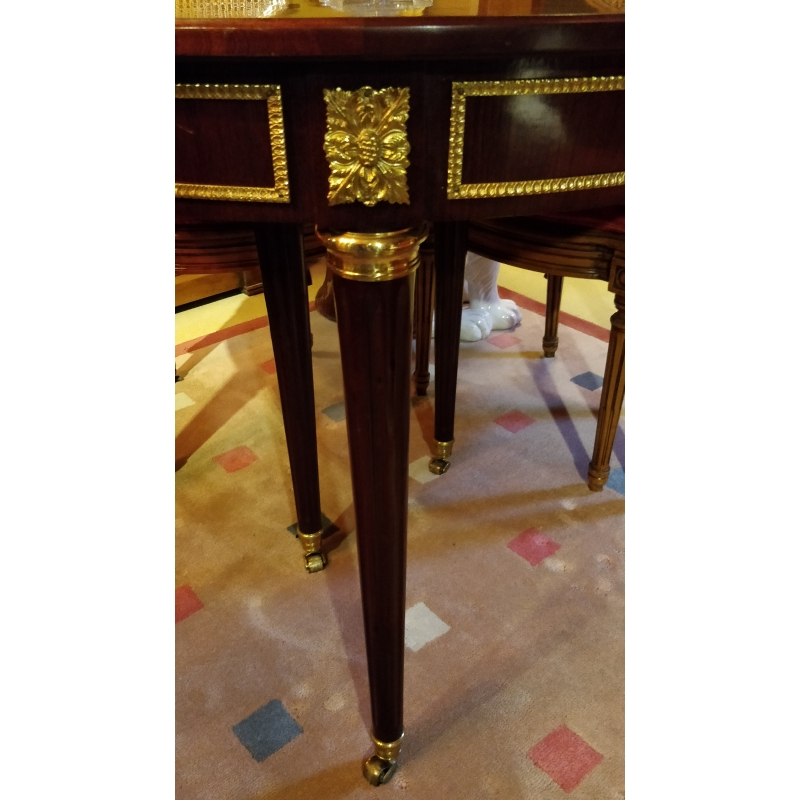 Table de salle à manger ronde style Louis XVI - Moinat SA ...