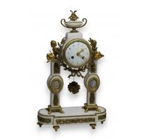Pendule portique Louis XVI en marbre blanc