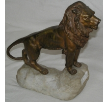 Bronze  Lion , signé GOMERT.