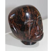 Tête affricaine en pierre dûre rouge et noire