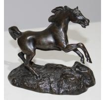 Cheval cabré en bronze