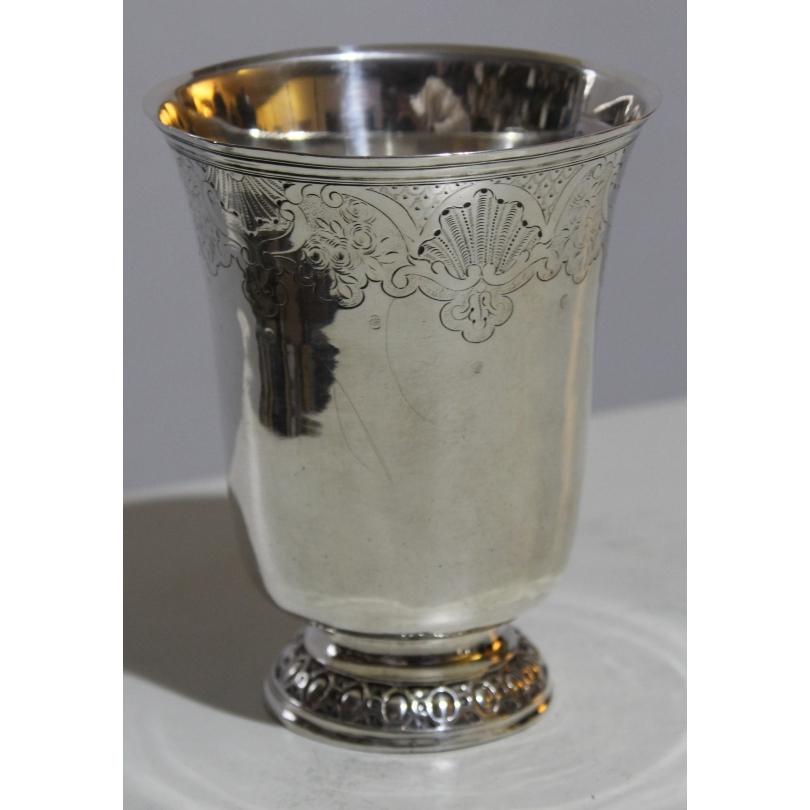 Gobelet en argent poinçon Dijon 1759