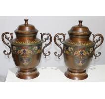 Paire de vases en bronze cloisonné avec anses