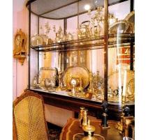 Grande vitrine française style Louis XVI en laiton