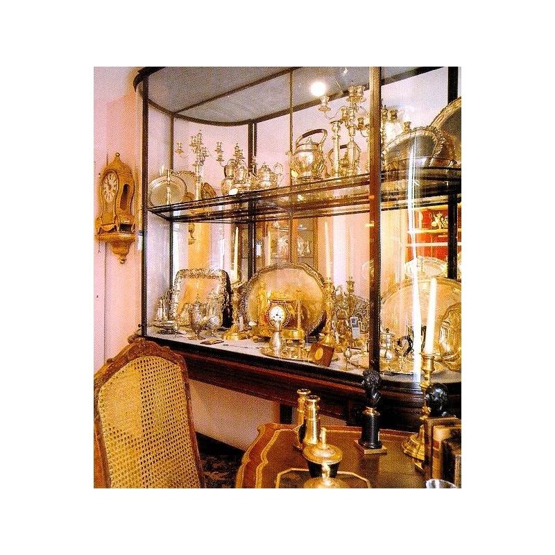 grande vitrine fran aise style louis xvi en laiton sur moinat sa antiquit s d coration. Black Bedroom Furniture Sets. Home Design Ideas